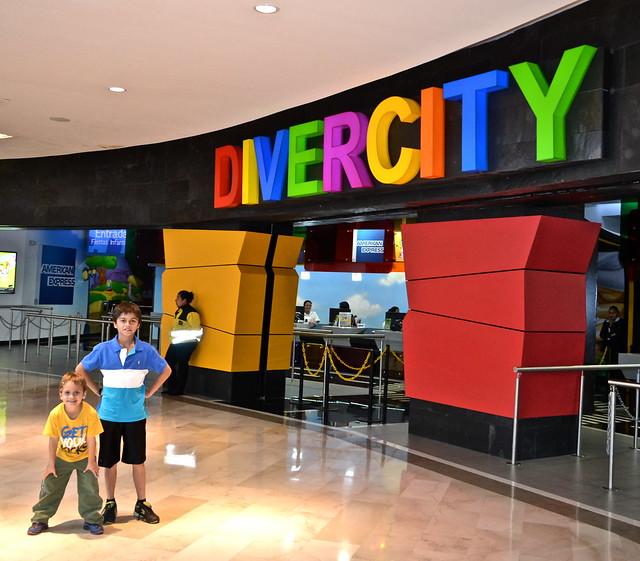 Grupo de niños en Divercity